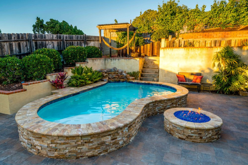 Tuscany Scabas travertine coping tiles fire pit and patio San Jose LCOPTSCA412HUF